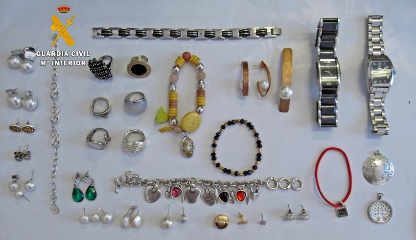 48b0ebe0a54c Dos villafranqueses detenidos por robar joyas y dinero a un vecino